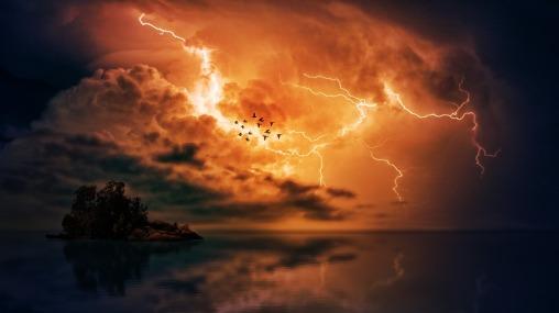 thunderstorm-3417042_1920